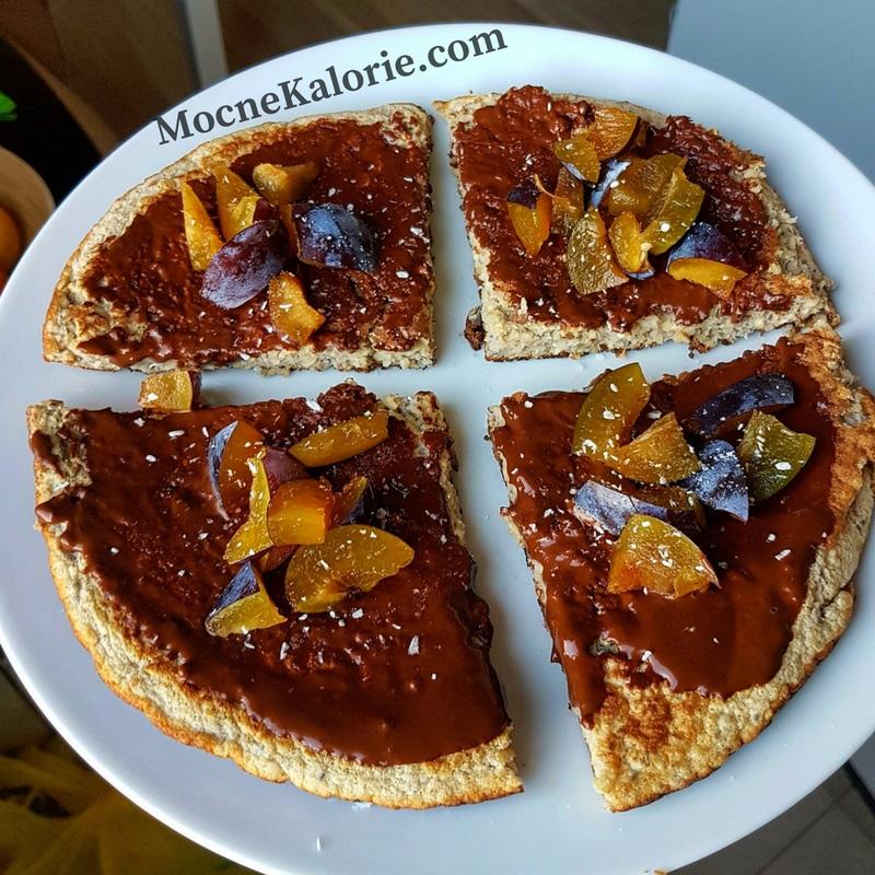 Omlet z p艂atk贸w jaglanych i nasion chia