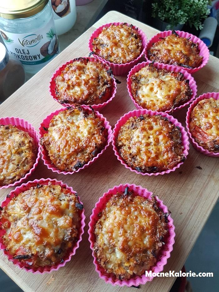Muffiny z piersią kurczaka i kaszą
