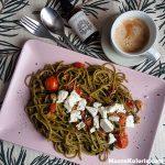Spaghetti z bazyliowym pesto i suszonymi pomidorami